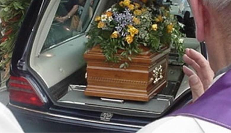 Come organizzare un funerale