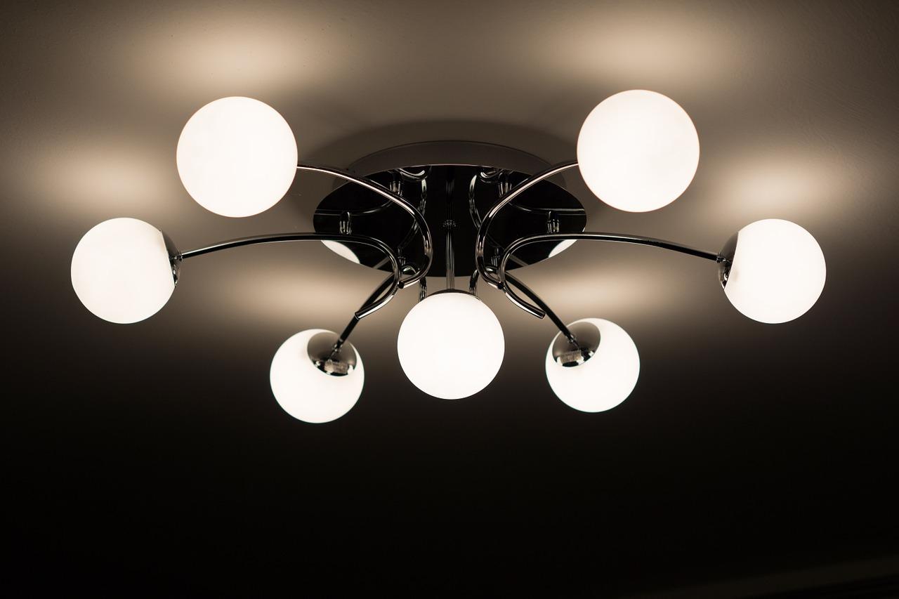 Quando la lampadina trova la sua anima gemella: il lampadario